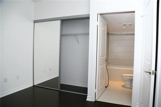 Condo Apartment at 386 Yonge St, Unit 4801, Toronto, Ontario. Image 5