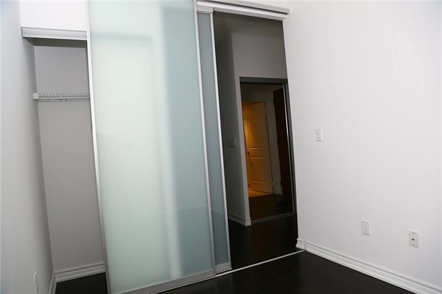 Condo Apartment at 386 Yonge St, Unit 4801, Toronto, Ontario. Image 7