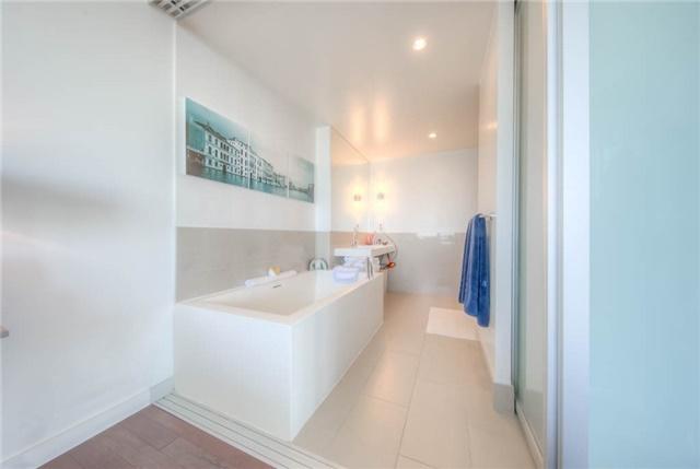 Condo Apartment at 390 Cherry St, Unit 3306, Toronto, Ontario. Image 5