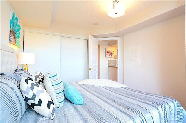 Condo Apartment at 10 Northtown Way, Unit 1906, Toronto, Ontario. Image 4