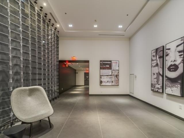 Condo Apartment at 318 Richmond St W, Unit 406, Toronto, Ontario. Image 12