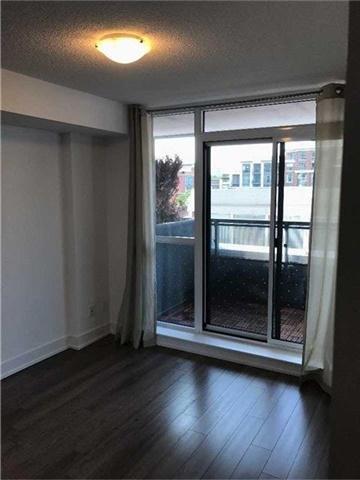 Condo Apartment at 318 Richmond St W, Unit 406, Toronto, Ontario. Image 9