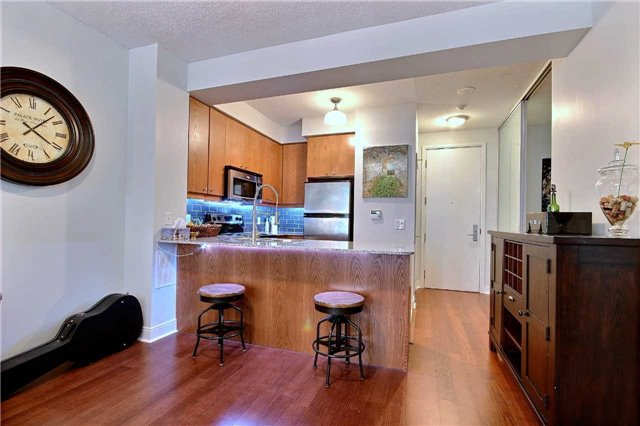 Condo Apartment at 38 The Esplanade, Unit 903, Toronto, Ontario. Image 7