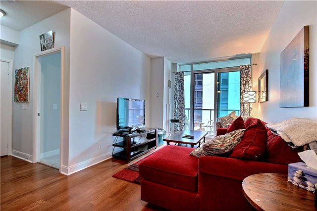 Condo Apartment at 38 The Esplanade, Unit 903, Toronto, Ontario. Image 10