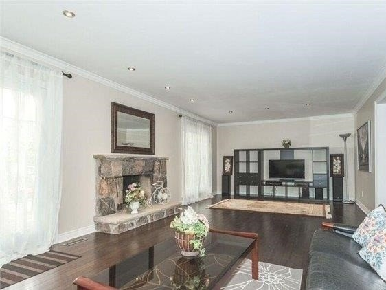 Detached at 44 Cobblestone Dr, Toronto, Ontario. Image 5