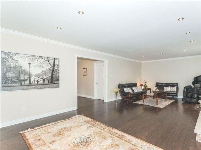 Detached at 44 Cobblestone Dr, Toronto, Ontario. Image 6