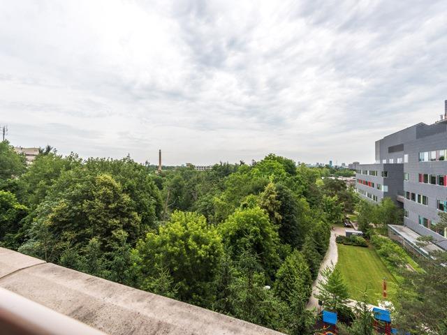 Condo Apartment at 21 Burkebrook Pl, Unit 408, Toronto, Ontario. Image 9