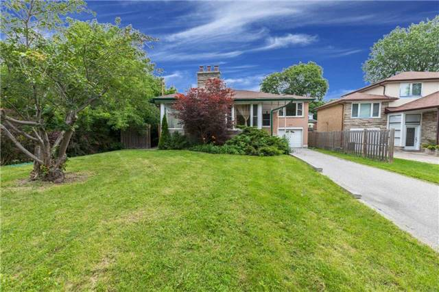Detached at 110 Holcolm Rd, Toronto, Ontario. Image 12