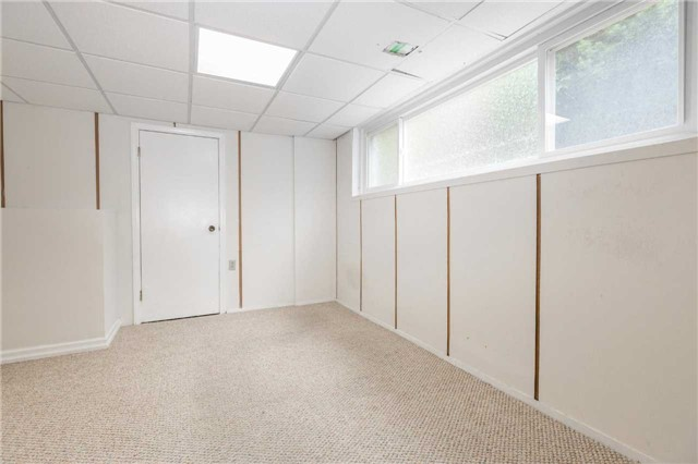Detached at 110 Holcolm Rd, Toronto, Ontario. Image 4