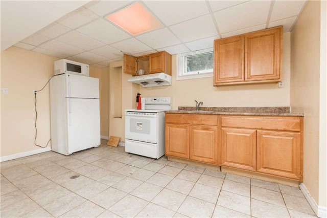 Detached at 110 Holcolm Rd, Toronto, Ontario. Image 7