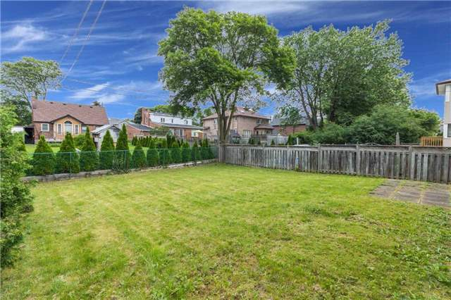 Detached at 110 Holcolm Rd, Toronto, Ontario. Image 8
