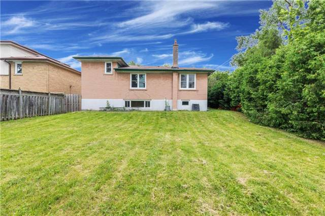 Detached at 110 Holcolm Rd, Toronto, Ontario. Image 9