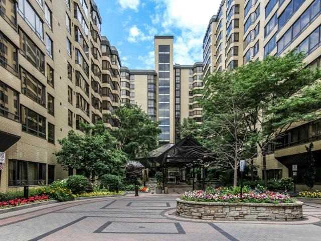 Condo Apartment at 280 Simcoe St, Unit 1206, Toronto, Ontario. Image 1