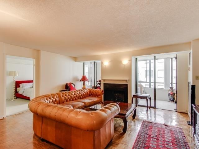 Condo Apartment at 280 Simcoe St, Unit 1206, Toronto, Ontario. Image 14