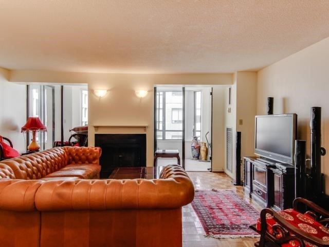 Condo Apartment at 280 Simcoe St, Unit 1206, Toronto, Ontario. Image 15