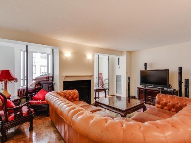 Condo Apartment at 280 Simcoe St, Unit 1206, Toronto, Ontario. Image 16