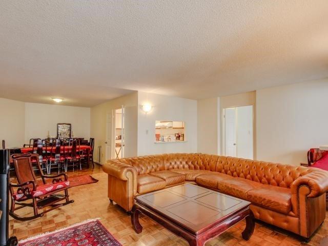 Condo Apartment at 280 Simcoe St, Unit 1206, Toronto, Ontario. Image 18