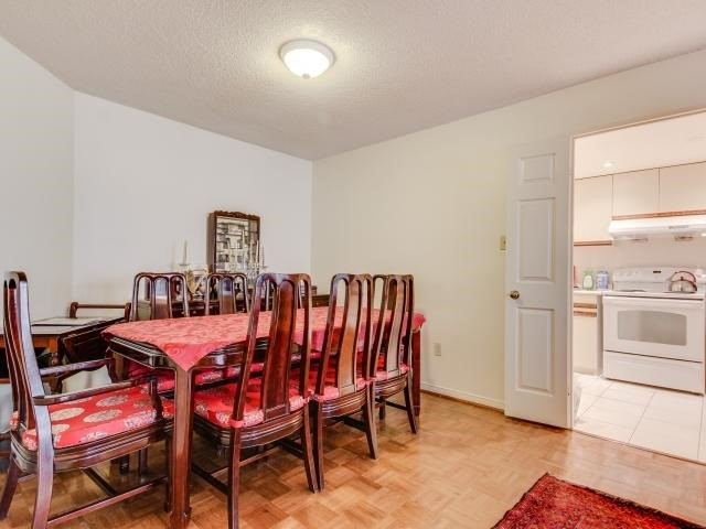 Condo Apartment at 280 Simcoe St, Unit 1206, Toronto, Ontario. Image 19