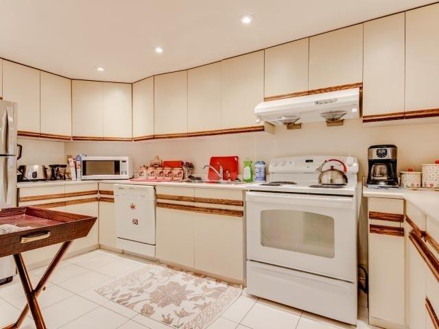 Condo Apartment at 280 Simcoe St, Unit 1206, Toronto, Ontario. Image 20