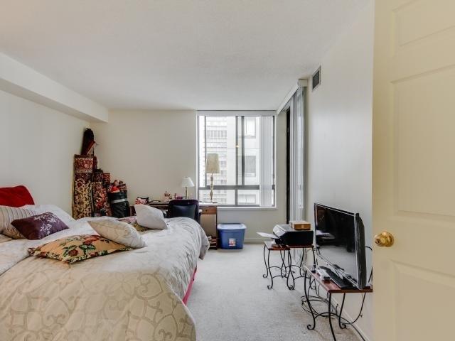 Condo Apartment at 280 Simcoe St, Unit 1206, Toronto, Ontario. Image 3