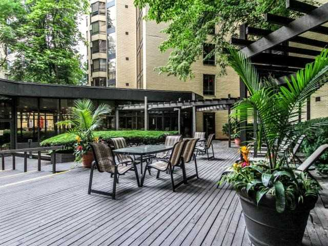 Condo Apartment at 280 Simcoe St, Unit 1206, Toronto, Ontario. Image 7