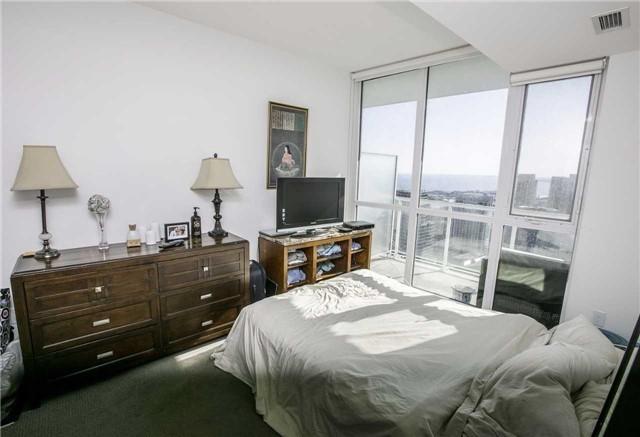 Condo Apartment at 75 Queens Wharf Rd, Unit 4612, Toronto, Ontario. Image 14