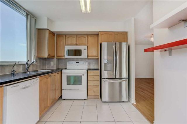 Condo Apartment at 23 Hollywood Ave, Unit 2502, Toronto, Ontario. Image 15