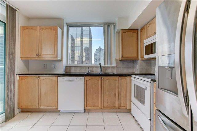 Condo Apartment at 23 Hollywood Ave, Unit 2502, Toronto, Ontario. Image 16