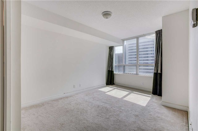 Condo Apartment at 23 Hollywood Ave, Unit 2502, Toronto, Ontario. Image 2
