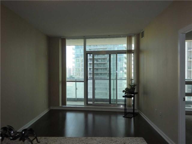 Condo Apartment at 70 Forest Manor Rd, Unit 905, Toronto, Ontario. Image 5