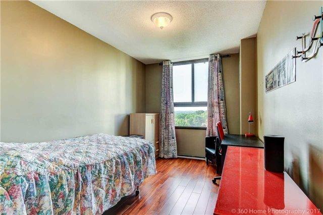 Condo Apartment at 260 Seneca Hill Dr, Unit 802, Toronto, Ontario. Image 4