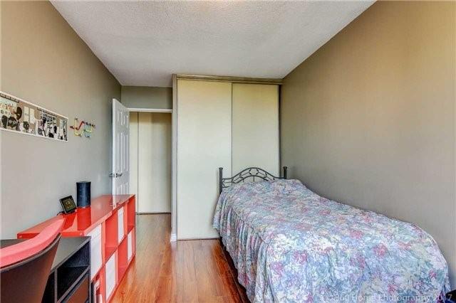 Condo Apartment at 260 Seneca Hill Dr, Unit 802, Toronto, Ontario. Image 5
