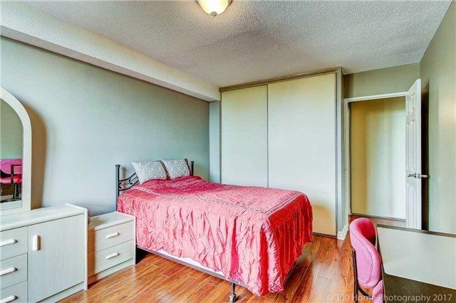 Condo Apartment at 260 Seneca Hill Dr, Unit 802, Toronto, Ontario. Image 7