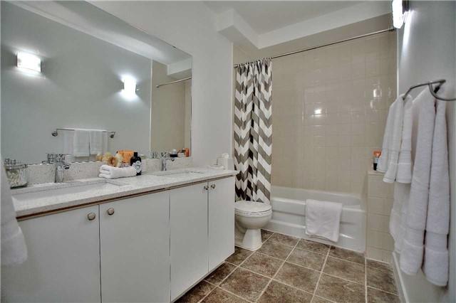 Condo Apartment at 160 Baldwin St, Unit 420, Toronto, Ontario. Image 13