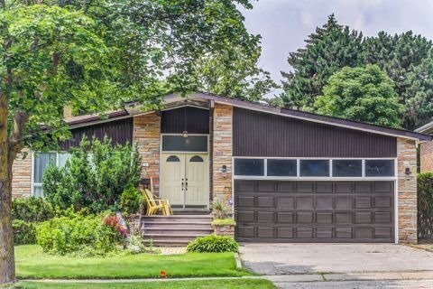 Detached at 28 Pineway Blvd, Toronto, Ontario. Image 1