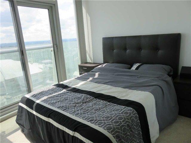 Condo Apartment at 12 York St, Unit 4504, Toronto, Ontario. Image 4