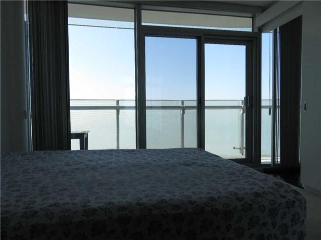 Condo Apartment at 12 York St, Unit 4504, Toronto, Ontario. Image 5