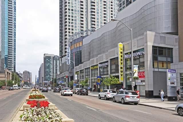 Condo Apartment at 8 Hillcrest Ave, Unit 1017, Toronto, Ontario. Image 4