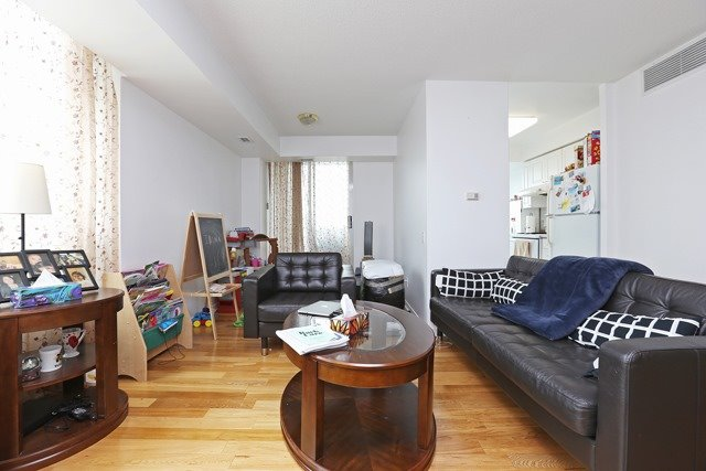 Condo Apartment at 8 Hillcrest Ave, Unit 1017, Toronto, Ontario. Image 5