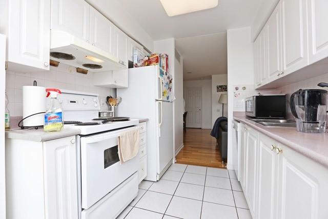 Condo Apartment at 8 Hillcrest Ave, Unit 1017, Toronto, Ontario. Image 7