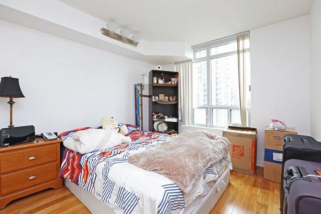 Condo Apartment at 8 Hillcrest Ave, Unit 1017, Toronto, Ontario. Image 9