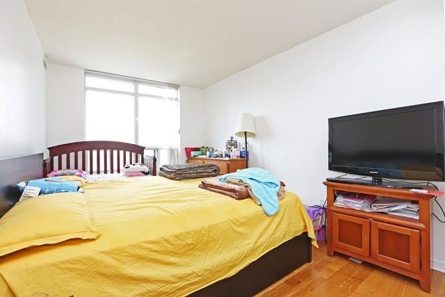 Condo Apartment at 8 Hillcrest Ave, Unit 1017, Toronto, Ontario. Image 10