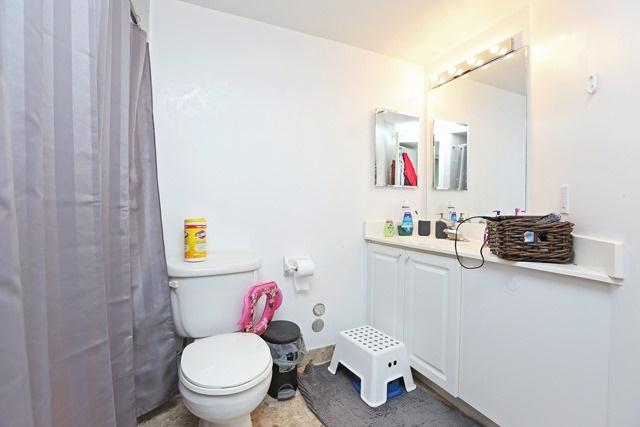 Condo Apartment at 8 Hillcrest Ave, Unit 1017, Toronto, Ontario. Image 11