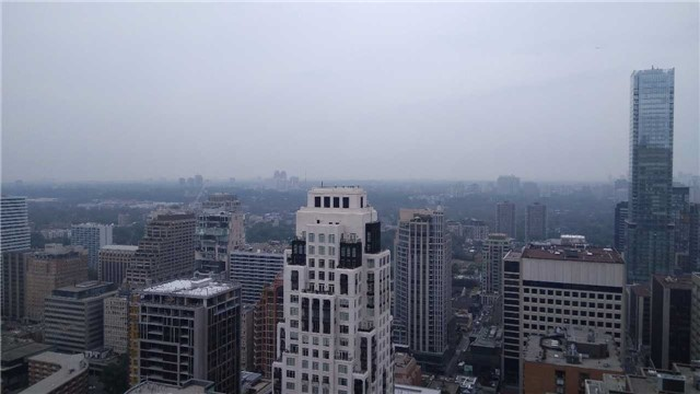 Condo Apartment at 1080 Bay St, Unit 4008, Toronto, Ontario. Image 5