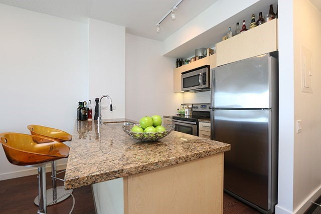 Condo Apartment at 70 Distillery Lane, Unit 3004, Toronto, Ontario. Image 13