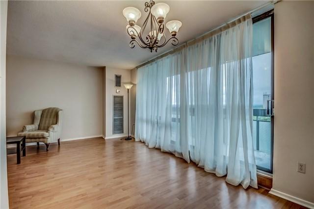 Condo Apartment at 260 Seneca Hill Dr, Unit 912, Toronto, Ontario. Image 18