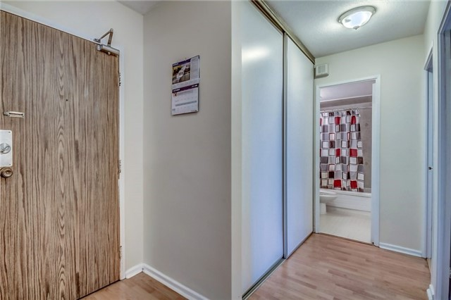 Condo Apartment at 260 Seneca Hill Dr, Unit 912, Toronto, Ontario. Image 2