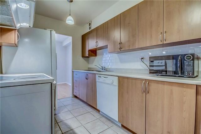 Condo Apartment at 260 Seneca Hill Dr, Unit 912, Toronto, Ontario. Image 3