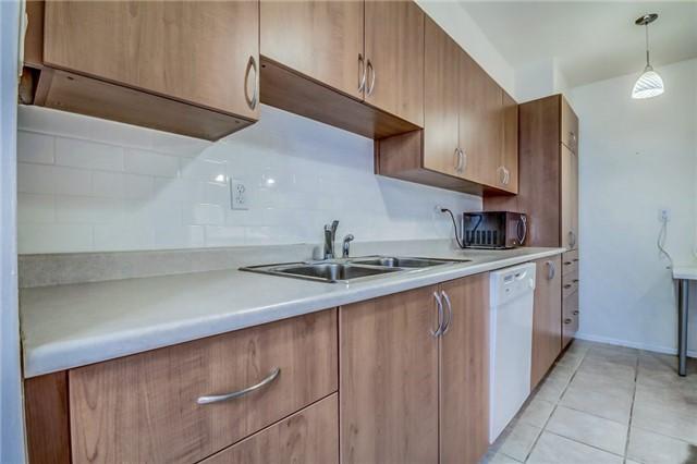Condo Apartment at 260 Seneca Hill Dr, Unit 912, Toronto, Ontario. Image 4