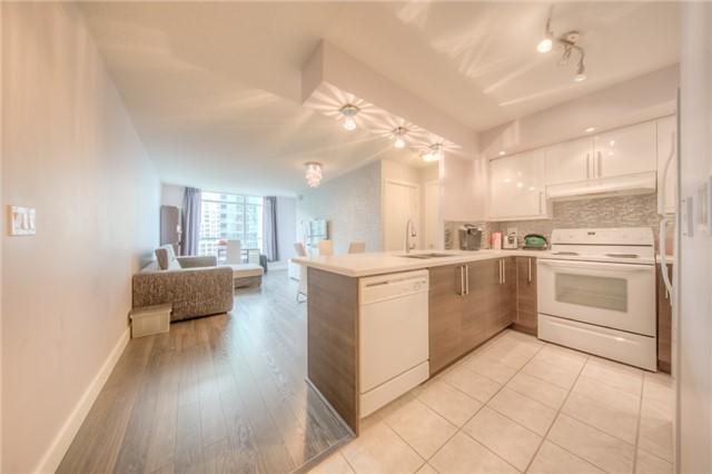 Condo Apartment at 219 Fort York Blvd W, Unit 1104, Toronto, Ontario. Image 1